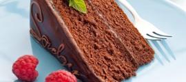 frische Sachertorte mit Himbeerdeko / fresh sacher cake with raspberry