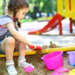 Какие опасности ждут ребенка на детской площадке
