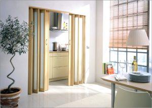 Двери в кухню со стеклом