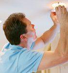 Как решить вопрос замены ламп в жилых домах и подсобных помещениях