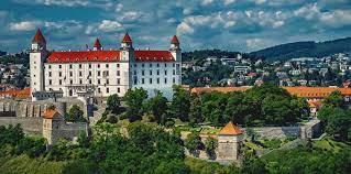 Как украинцам получить высшее образование в Словакии бесплатно